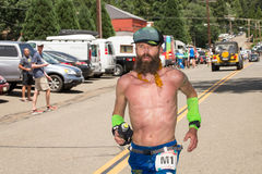 FORESTHILL CA - 27 juin 2015 : Rob Krar Running Western States photos libres de droits