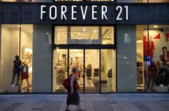 Forever 21 fashion. VIENNA - SEPTEMBER 4: Shopper walks past Forever 21 store on September 4, 2011 in Vienna. Forever 21 fashion label has 480 stores worldwide Royalty Free Stock Image