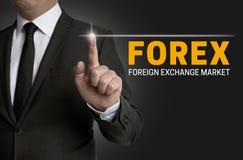 Forex touchscreen wordt in werking gesteld door zakenman Stock Fotografie