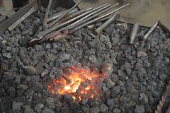 Forge de Balcksmith avec des outils image libre de droits