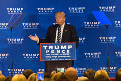 Forge de Donald Trump Campaigns Near Valley Images stock