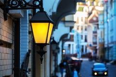 Forged latarnia uliczna błyszczy Zdjęcia Royalty Free