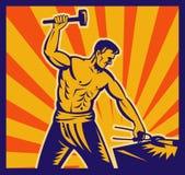 Forgeron au travail avec le marteau