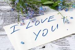 Forget-me-not λουλούδι στη σημείωση αγάπης anÐ ² Στοκ Φωτογραφίες