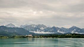 Forggen озера, fuessen и горные вершины стоковая фотография rf