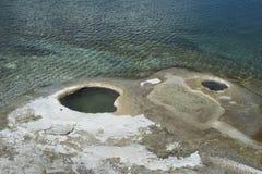 Fori del geyser nel parco nazionale di Yellowstone Immagini Stock Libere da Diritti