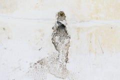 Fori delle crepe sulla parete del gesso Immagine Stock Libera da Diritti