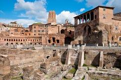 Fori Imperiali och Casadeicavalieri di Rodi på Rome Royaltyfria Foton