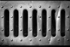 Fori in un foglio di latta del ferro fotografia stock libera da diritti