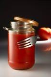 Fork que abraza la salsa de tomate Imágenes de archivo libres de regalías