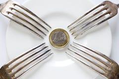Forkes pegadas en moneda euro Imagenes de archivo