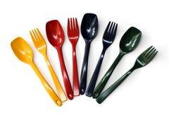 Forkes y cucharas coloridas Fotos de archivo libres de regalías