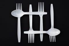 Forkes y cucharas plásticas Fotos de archivo libres de regalías