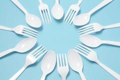 Forkes y cuchillos plásticos Fotografía de archivo