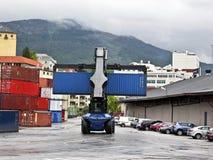 Forklift εμπορευματοκιβωτίων στοκ φωτογραφία με δικαίωμα ελεύθερης χρήσης