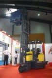 Forklift articulado em India que armazena a mostra fotos de stock royalty free