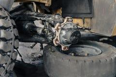 Forklift Axle na usługa w garażu zdjęcie royalty free