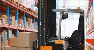 Forklift ciężarówka ładująca z kartonami zbiory