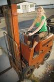 Forklift com excitador fêmea Imagens de Stock