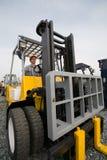 Forklift do homem imagens de stock royalty free