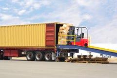 Forklift e doca Fotografia de Stock Royalty Free