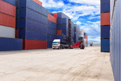 Forklift handling the container box Royalty Free Stock Photography