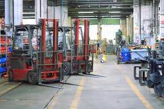 Forklift na oficina fotografia de stock royalty free