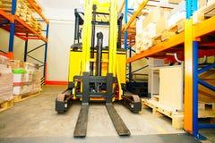 Forklift, odkłada i dręczy Zdjęcia Royalty Free