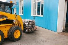 forklift truck 工厂制造过程产生的废物 库存图片