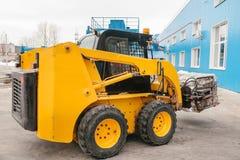 forklift truck 工厂制造过程产生的废物 免版税图库摄影