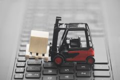 Free Forklift With Wooden Block On Laptop Keyboard Royalty Free Stock Images - 117522599