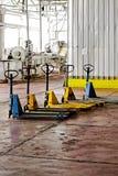 Forklifts manuais fotografia de stock