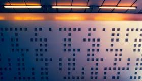 Form auf Wand und Lichtern Lizenzfreie Stockfotos