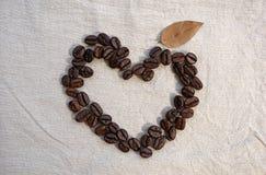 form för bönakaffehjärta Arkivfoto