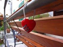 form för hjärtalåspadlock Royaltyfri Bild