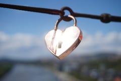 form för hjärtalåspadlock Royaltyfria Bilder