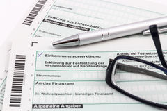 Form of income tax return with pen and glasses Royalty Free Stock Images