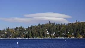 Formação assustador da nuvem na seta do lago Fotografia de Stock Royalty Free
