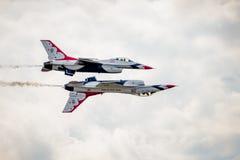 Formação da reflexão dos Thunderbirds do U.S.A.F. Fotografia de Stock