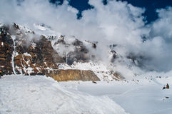 Formação das nuvens nas montanhas Fotos de Stock