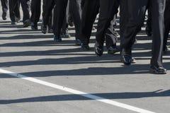 Formação de marcha militar Sombras na estrada Imagem de Stock Royalty Free