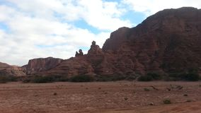 Formação de rocha avermelhada gigante imagens de stock royalty free