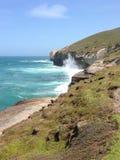 Formação de rocha da praia do túnel imagem de stock