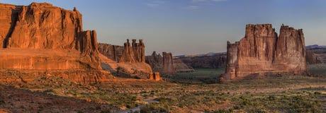 Formação de rocha de três bisbolhetices no parque nacional dos arcos no nascer do sol Fotografia de Stock Royalty Free