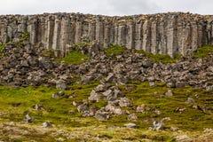 Formação de rocha do basalto dos penhascos do dolerite de Gerduberg, Snæfellsnes, fotografia de stock