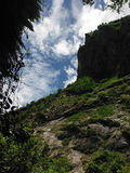 Formação de rocha maciça nos Himalayas mais baixos Fotografia de Stock Royalty Free