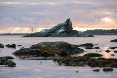 Formação de rocha na baía de Tillamook imagem de stock royalty free