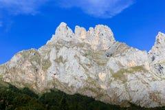 Formação de rocha no Picos De Europa por Fuente De Espanha com Cl Imagens de Stock Royalty Free