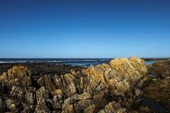 Formação de rocha perto do Oceano Atlântico fotos de stock royalty free