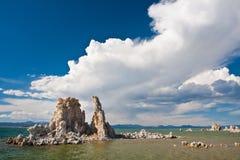 Formação do tufo no mono lago, Califormia imagens de stock